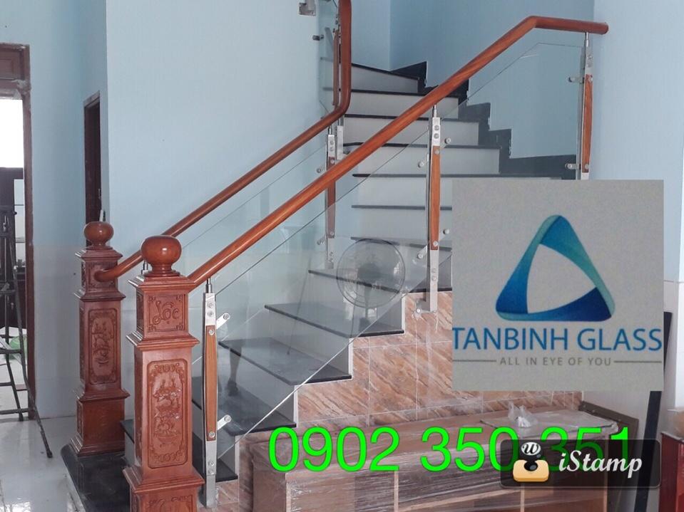 cầu thang kính gỗ gõ đỏ